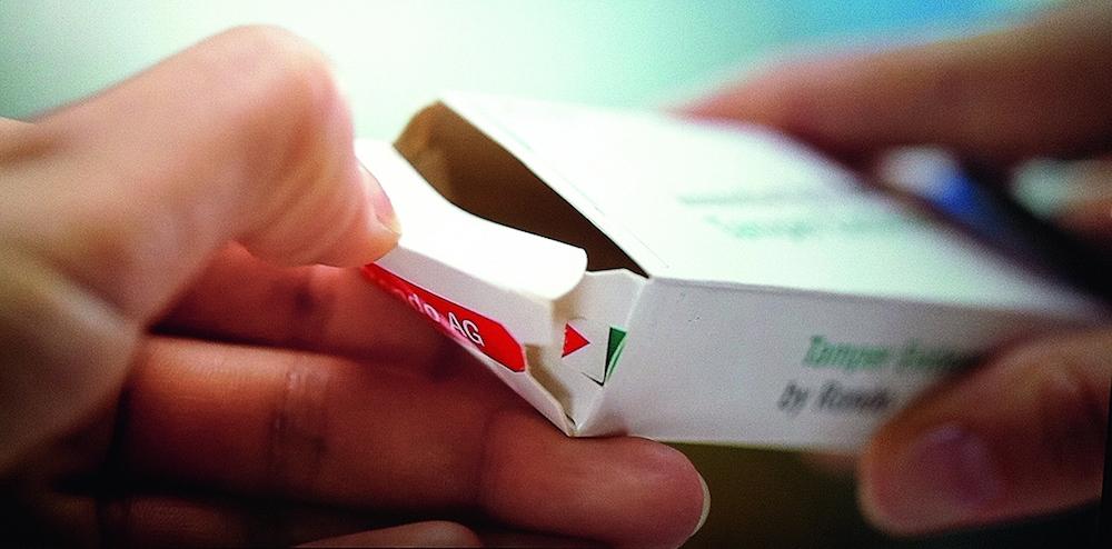 Protección contra falsificaciones: Las estampaciones en la cajita plegable indican claramente la apertura del embalaje. Foto © Rondo/Medipak Systems